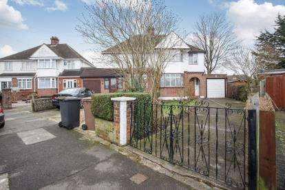3 Bedrooms Semi Detached House for sale in Granby Road, Luton, Bedfordshire