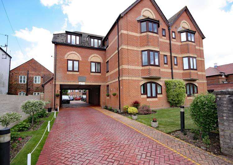 1 Bedroom Apartment Flat for sale in Courtlands, New Street, Lymington SO41