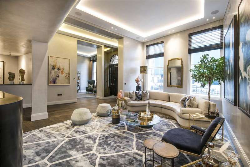 4 Bedrooms Flat for sale in Portland Place, Marylebone, London, W1B