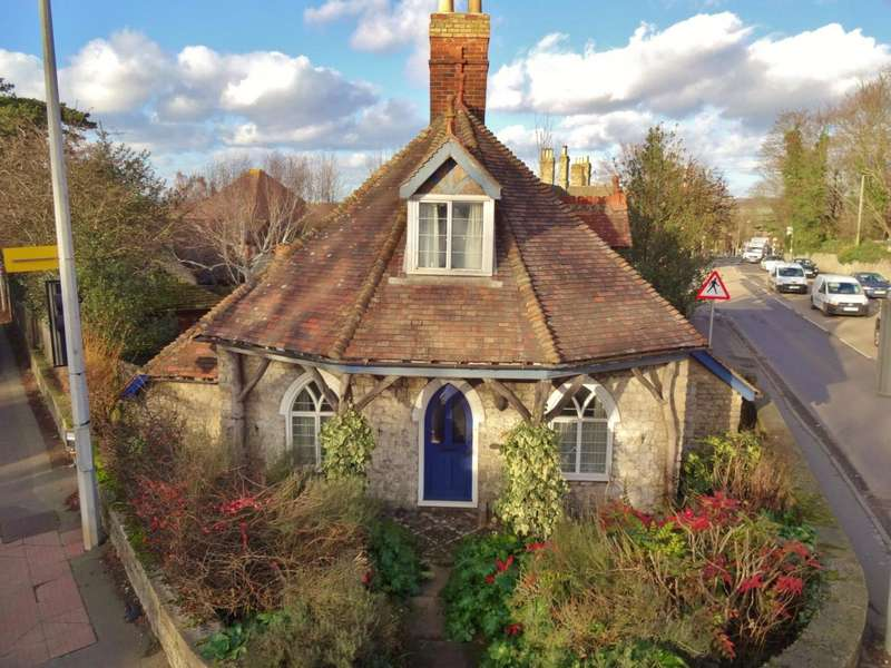 4 Bedrooms Detached House for sale in Ivy Cottage, London Road, Aylesford