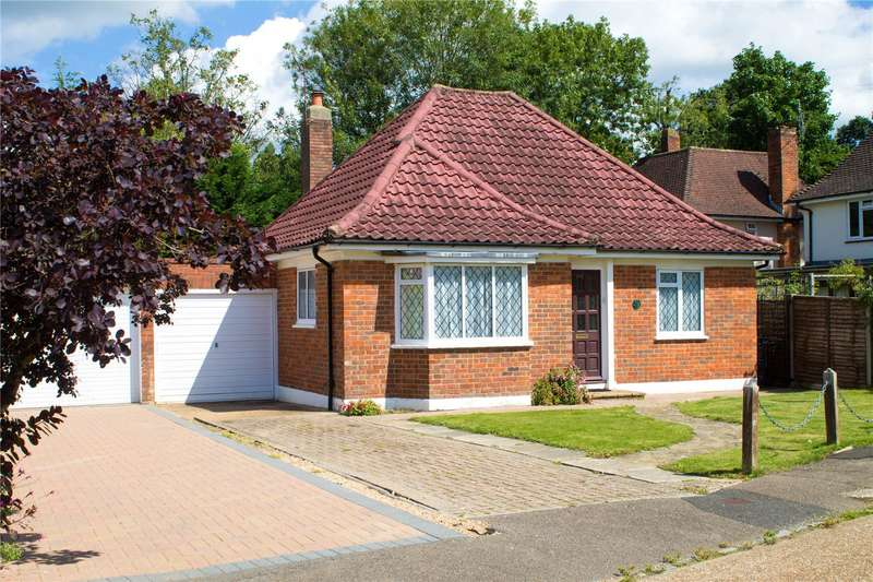 3 Bedrooms Bungalow for sale in Oakfield Close, Lindfield
