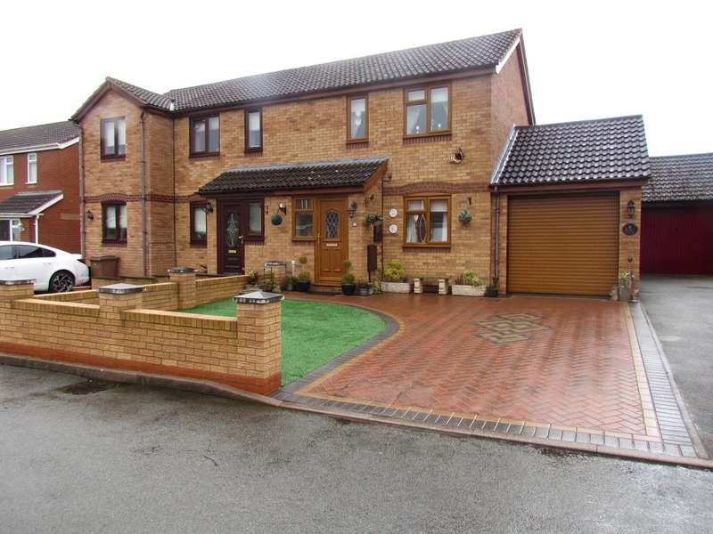 2 Bedrooms Semi Detached House for sale in Meadow Drive, Gobowen, Oswestry SY11