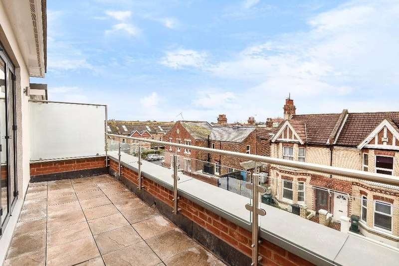 3 Bedrooms Flat for sale in Mainstone Row, Mainstone Road Hove BN3