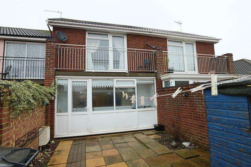 2 Bedrooms Terraced House for sale in Kipling Close, Kessingland