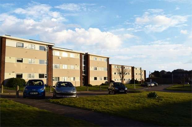 2 Bedrooms Flat for sale in Lord Warden Avenue, Walmer, Deal, Kent