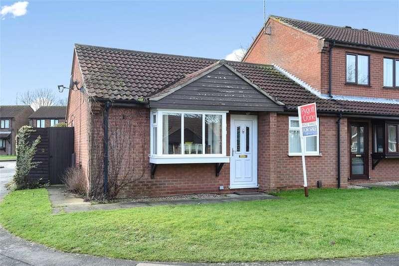 2 Bedrooms Semi Detached Bungalow for sale in Fernleigh Avenue, Bracebridge Heath, LN4