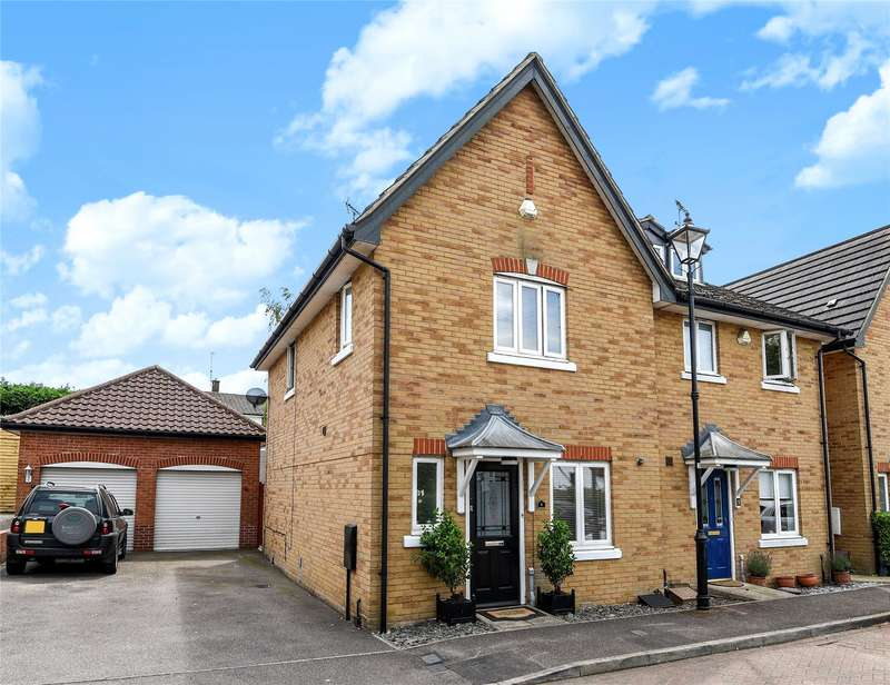 3 Bedrooms Semi Detached House for sale in Turners Court, Abridge, Romford, Essex, RM4