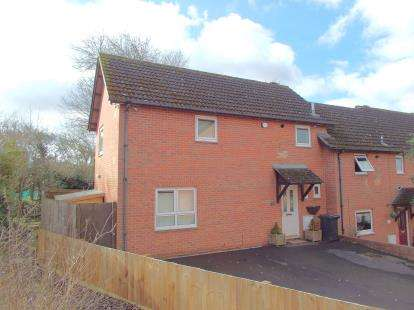 3 Bedrooms End Of Terrace House for sale in Blue Gates Road, Leicester