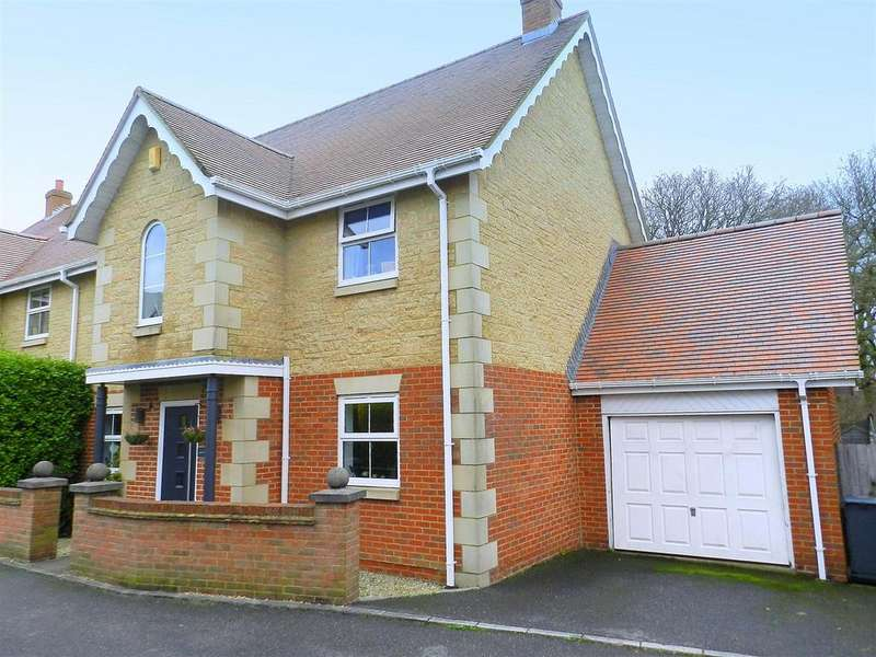 4 Bedrooms Semi Detached House for sale in Hornbeam Square, Ryde