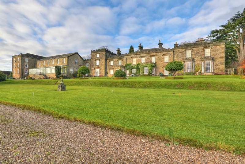 3 Bedrooms Apartment Flat for sale in 12 Sydnope Hall, Sydnope Hill, Two Dales, Matlock, DE4 2FN.