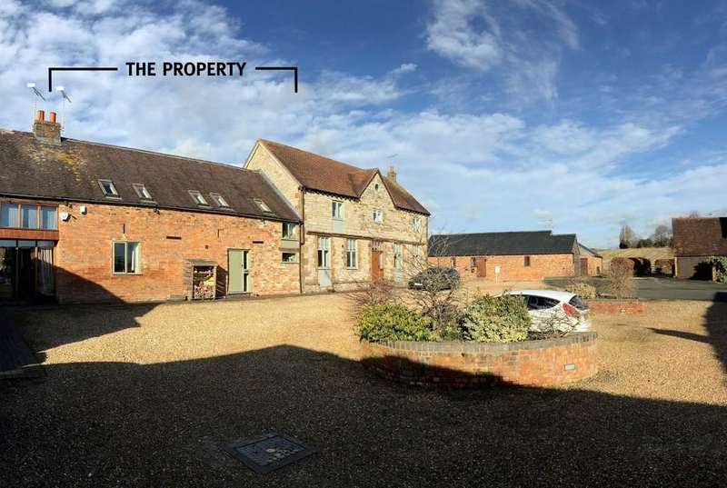 3 Bedrooms Barn Conversion Character Property for sale in Manor Farm Court, Gaydon
