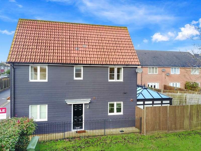 3 Bedrooms Detached House for sale in Blenheim Way, North Weald, Essex, CM16