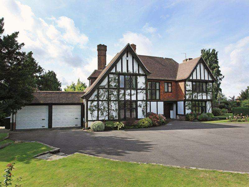 5 Bedrooms Detached House for sale in Rookery Way, Haywards Heath