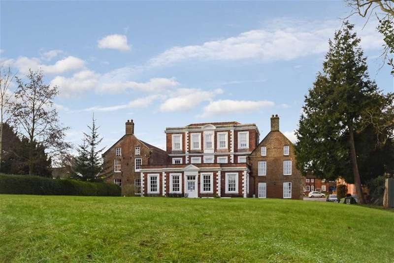 2 Bedrooms Flat for sale in Hunmanby Hall, Hunmanby, North Yorkshire, YO14