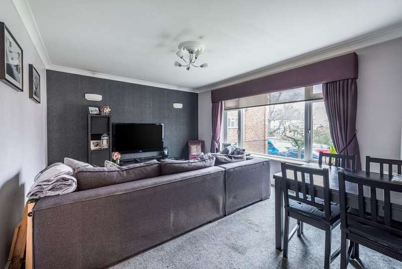 2 Bedrooms Apartment Flat for sale in Highstone Court, New Wanstead, Wanstead