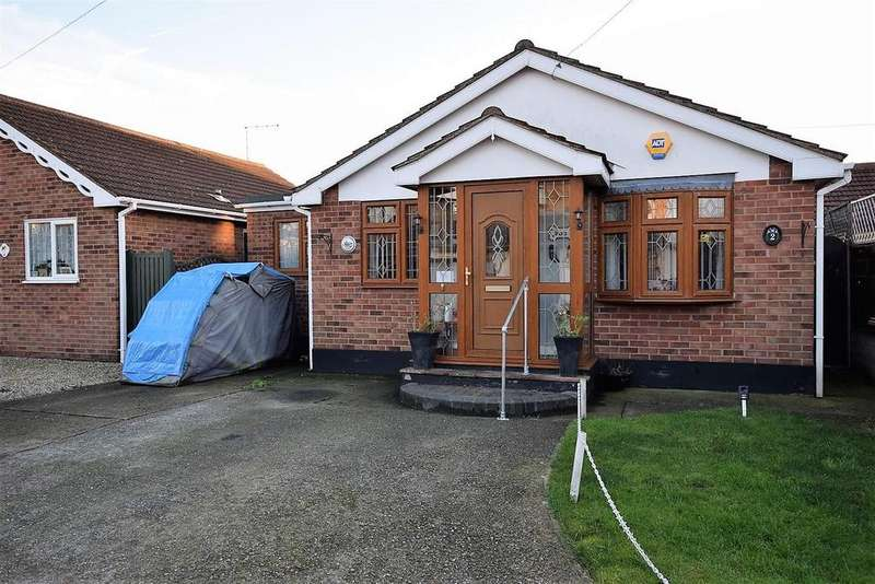 3 Bedrooms Detached Bungalow for sale in Torsi Road, Canvey Island