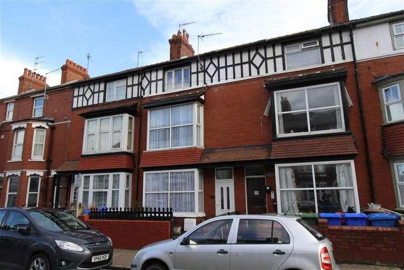 5 Bedrooms Terraced House for sale in New Burlington Road, Bridlington, East Yorkshire, YO15