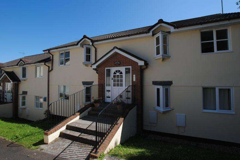 2 Bedrooms Apartment Flat for sale in Biscombe Gardens, Saltash