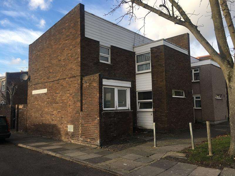 3 Bedrooms End Of Terrace House for sale in Saddleworth Square, Romford, Essex. RM3 8YX