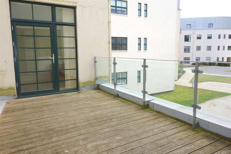 2 Bedrooms Apartment Flat for sale in The Courtlands, Hayes Point. Sully