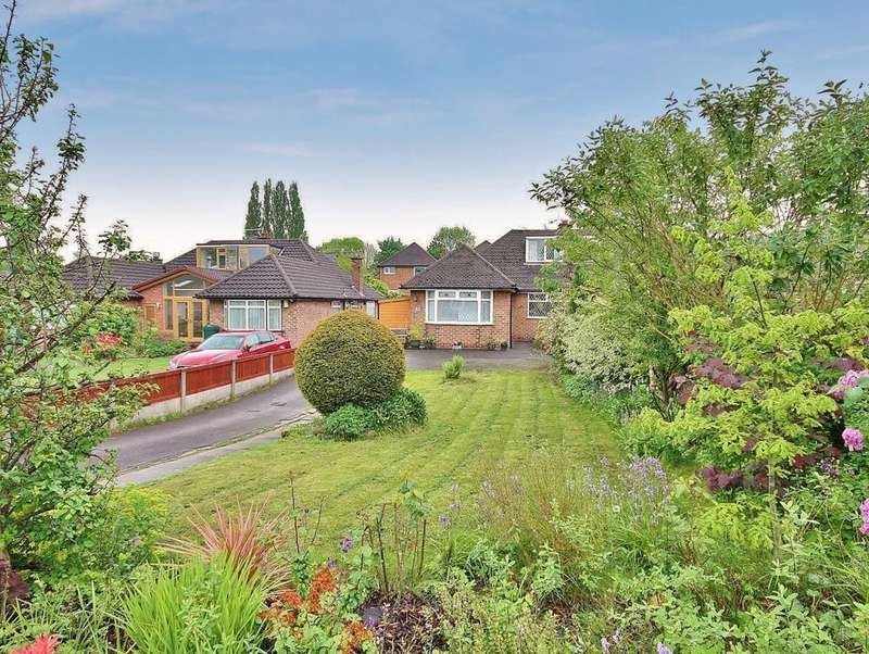 3 Bedrooms Semi Detached House for sale in Green Drive, Wilmslow