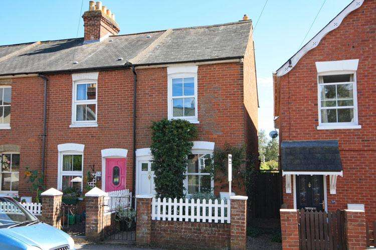 2 Bedrooms End Of Terrace House for sale in Middle Road, Lymington SO41