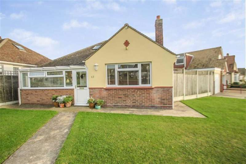 3 Bedrooms Detached Bungalow for sale in Park Square East, Clacton-on-Sea