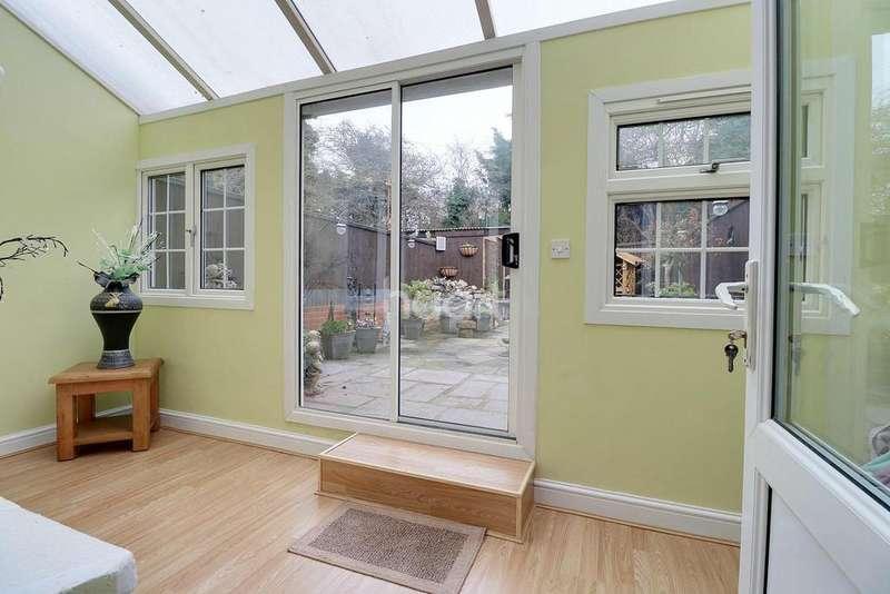 3 Bedrooms Terraced House for sale in Alamein Gardens, Dartford, DA2