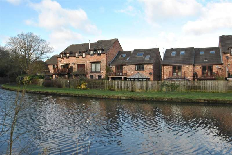 3 Bedrooms Town House for sale in Brackenwood Mews, GRAPPENHALL, Warrington, WA4