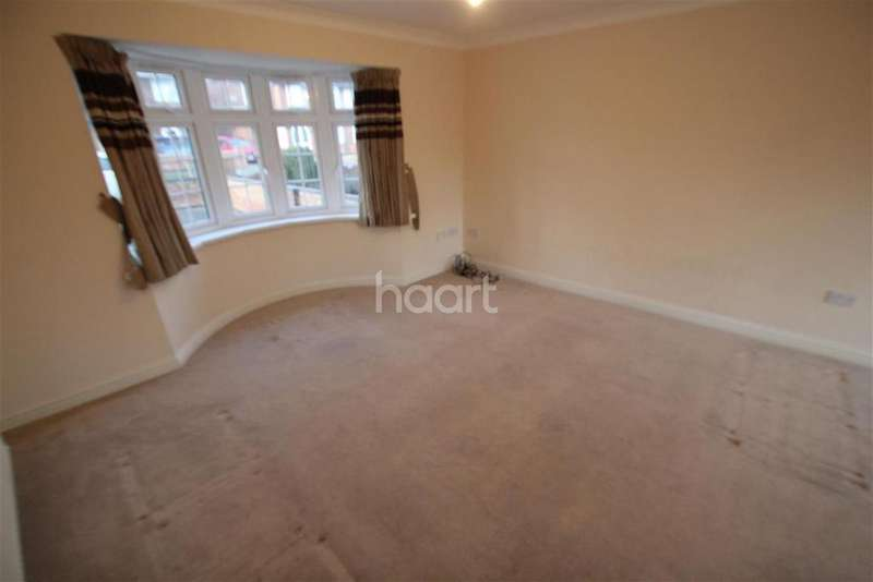 3 Bedrooms Semi Detached House for rent in Langley
