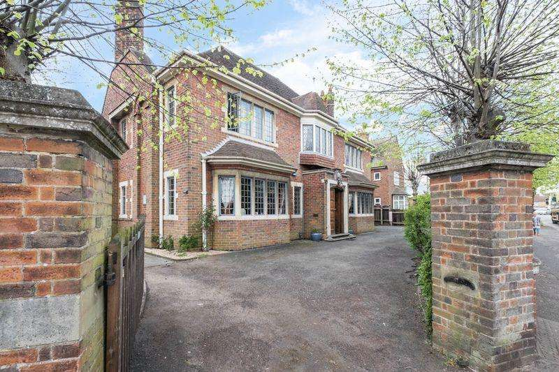 4 Bedrooms Detached House for sale in Wellingborough Road, Rushden