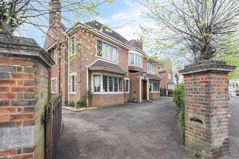 4 Bedrooms Detached House for sale in Wellingborough Road, Rushden