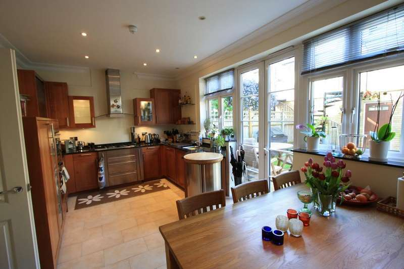 6 Bedrooms Mews House for rent in Whitcome Mews, Richmond T9
