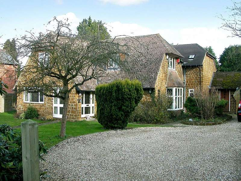 4 Bedrooms Detached House for sale in Kennylands Road, Sonning Common, Reading, Berkshire, RG4