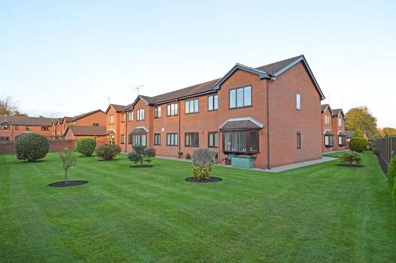 2 Bedrooms Apartment Flat for sale in Flixton Road, Urmston, Manchester, M41