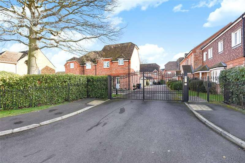4 Bedrooms Terraced House for sale in Copper Horse Court, Windsor, Berkshire, SL4