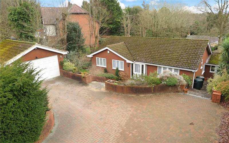 5 Bedrooms Detached Bungalow for sale in Shortheath Road, Farnham, GU9
