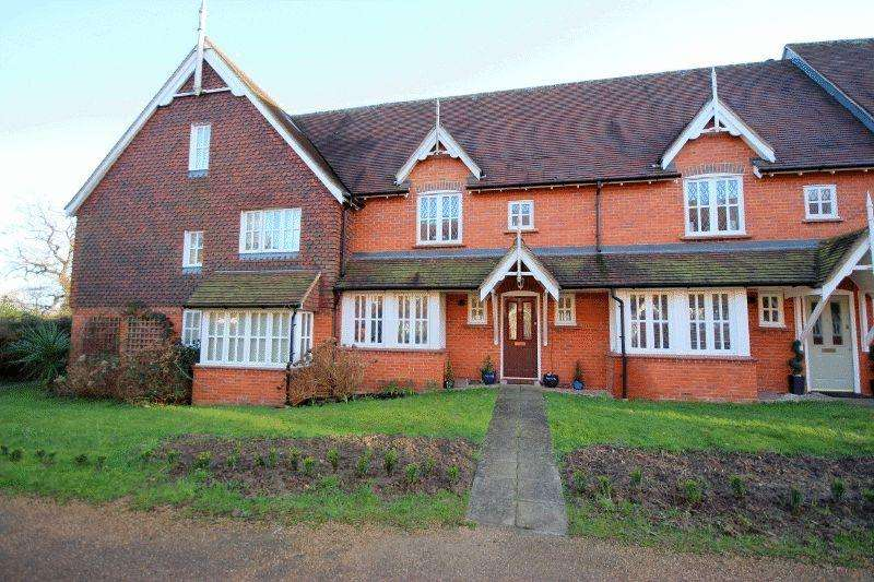 2 Bedrooms Terraced House for sale in Belvedere Walk, Bolnore Village, Haywards Heath, West Sussex
