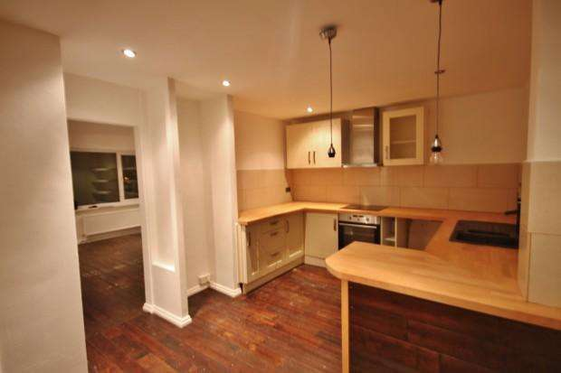 3 Bedrooms Semi Detached House for rent in Downs View, Peacehaven, BN10