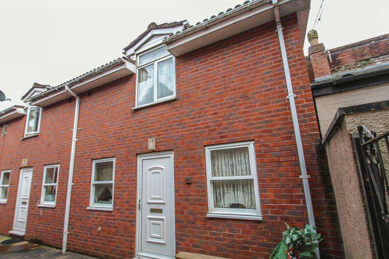 1 Bedroom Terraced House for sale in Market Street, Crediton