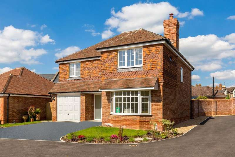 4 Bedrooms Detached House for sale in The Gorings, Horsham, West Sussex