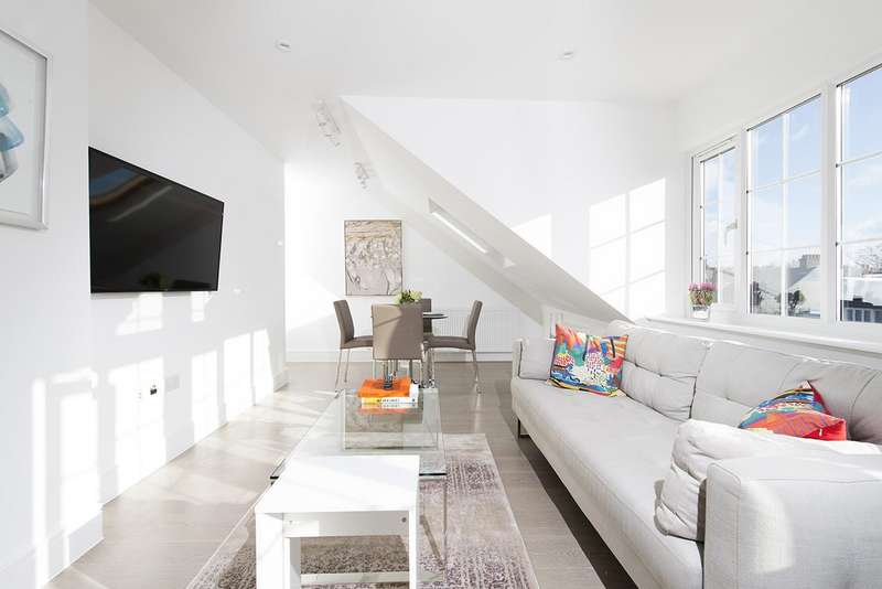 2 Bedrooms Flat for sale in Ravenscroft Avenue, NW11