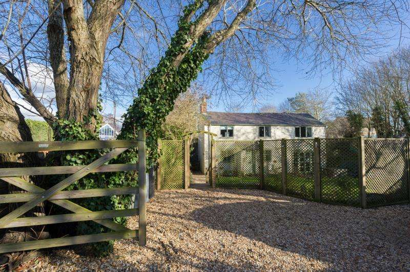 4 Bedrooms Detached House for sale in Burra Cottage, Witney Road, Long Hanborough, Witney, Oxfordshire