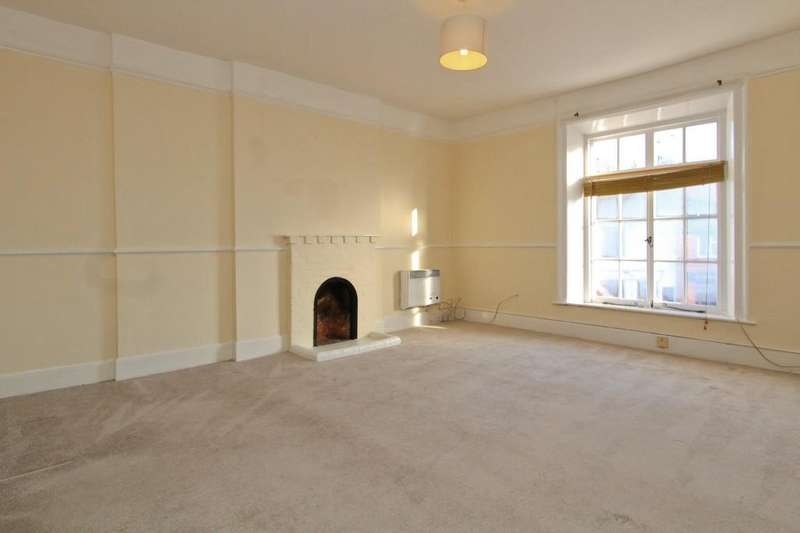 2 Bedrooms Maisonette Flat for rent in The Square, Liphook