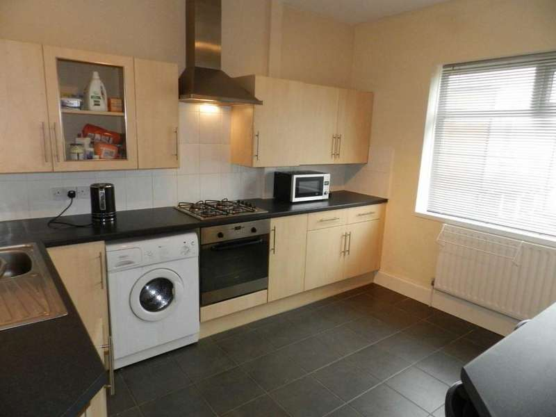 2 Bedrooms Maisonette Flat for sale in Warbreck Drive, Blackpool