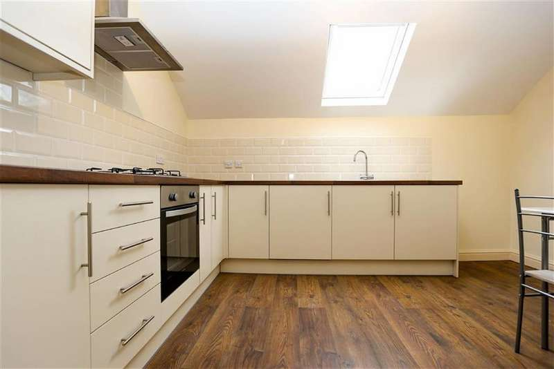 2 Bedrooms Flat for rent in Wellington Road South, Stockport, Cheshire