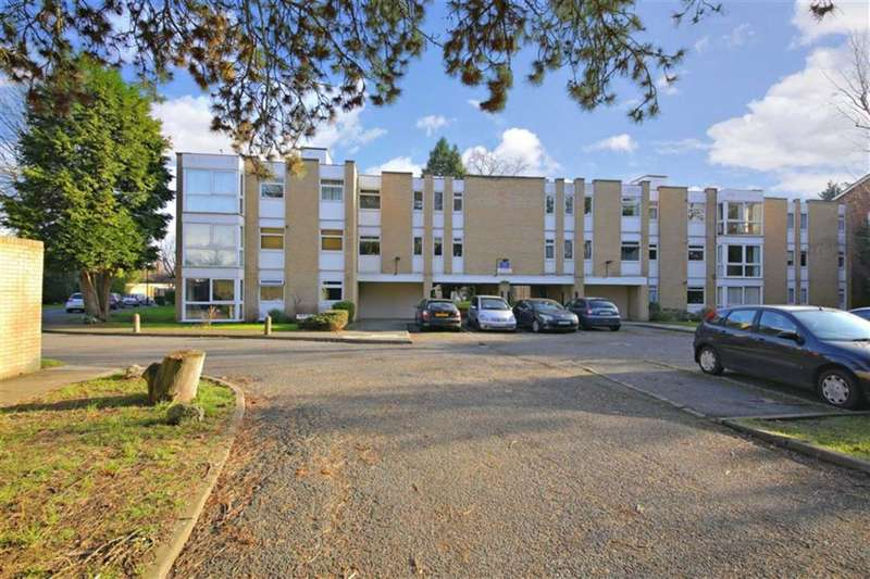 2 Bedrooms Flat for sale in Winchester Close, Enfield, Middlesex