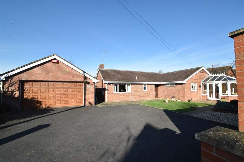3 Bedrooms Detached Bungalow for sale in O'keys Lane, Fernhill Heath