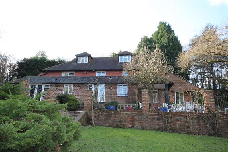 4 Bedrooms Detached House for sale in Redbrook Lane, Buxted