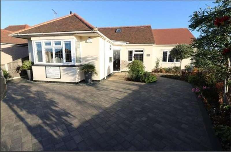 3 Bedrooms Detached Bungalow for sale in Hampton Gardens, Southend-On-Sea
